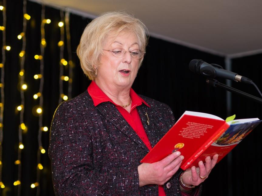 Frau Langkeit liest eine amüsante Weihnachtsgeschichte