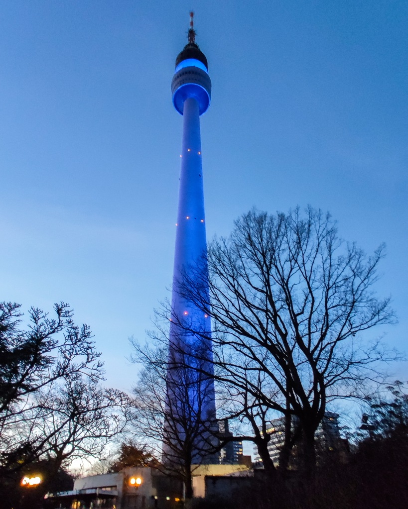 Florianturm in Blau